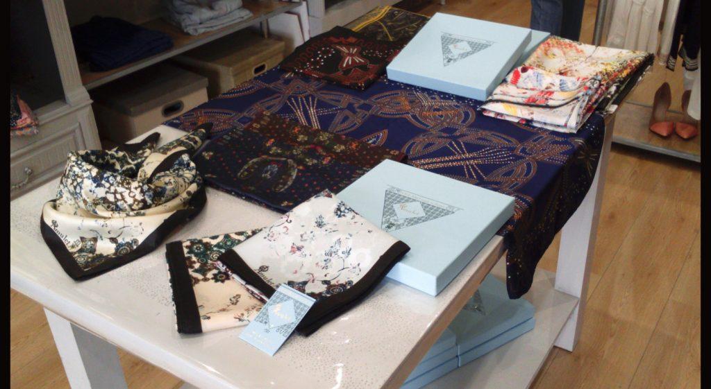presentation-foulards-createur-marque-francaise-âmulet-twill-de-soie-silk-twill-scarf-madame-rêve-boutique-la-rochelle-rue-saint-nicolas-made-in-france