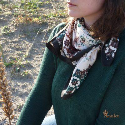 amuletfoulard-Atlas-Oasis-silkscarf-made-in-france-carre-soie-chien-de-terre