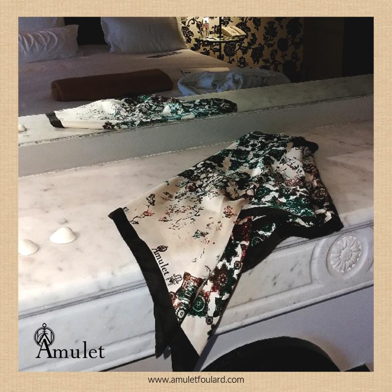 amulet-foulard-atlas-oasis-le-grand-hotel-sejour-a-cabourg-luxe-francais-reflet-passe-chic-elegance-carre-soie-silk-scarf